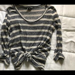 UO STRIPED SWEATER || CASUAL & COMFY